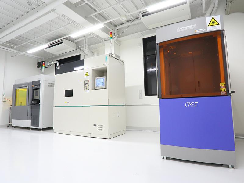 株式会社クロスエフェクトの自慢の設備 -高速光造形機(SCS-8100)