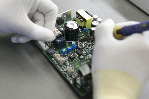 電気・電子機器の設計・製造