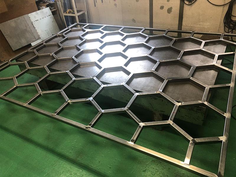 土肥板金工業株式会社のオススメ試作 - 建築用途に合わせた各種試作加工