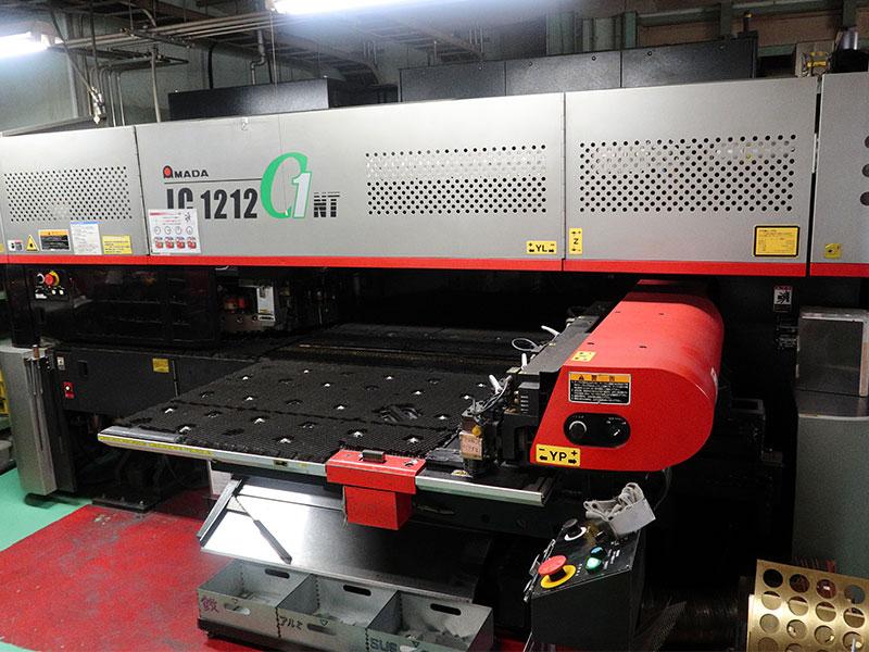 株式会社神村製作所の自慢の設備 -パンチレーザ複合マシン(AMADA LC-C1)