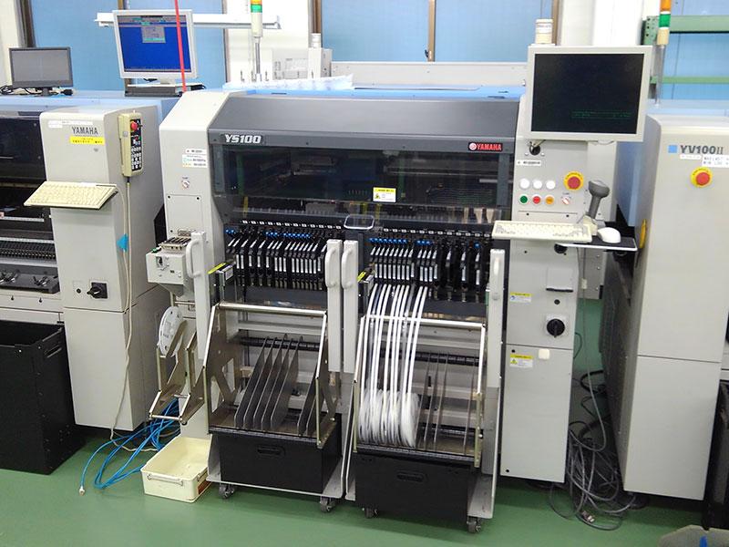 木下電子工業株式会社の自慢の設備 -自動チップマウンター(YV-100Ⅱ、YAMAHA製)