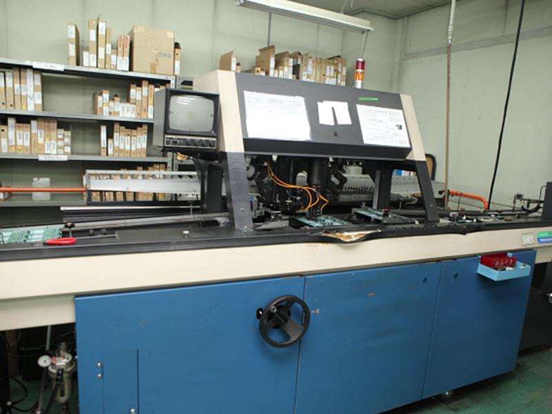 株式会社京光製作所の自慢の設備 -ラジアル部品自動挿入機