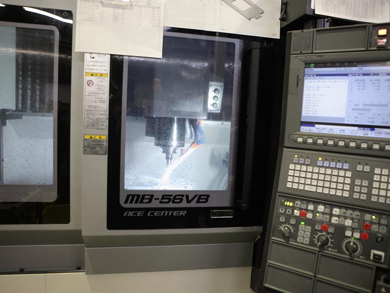 株式会社ナンゴーの自慢の設備 -立型マシニングセンタ MB-56VB(オークマ製)