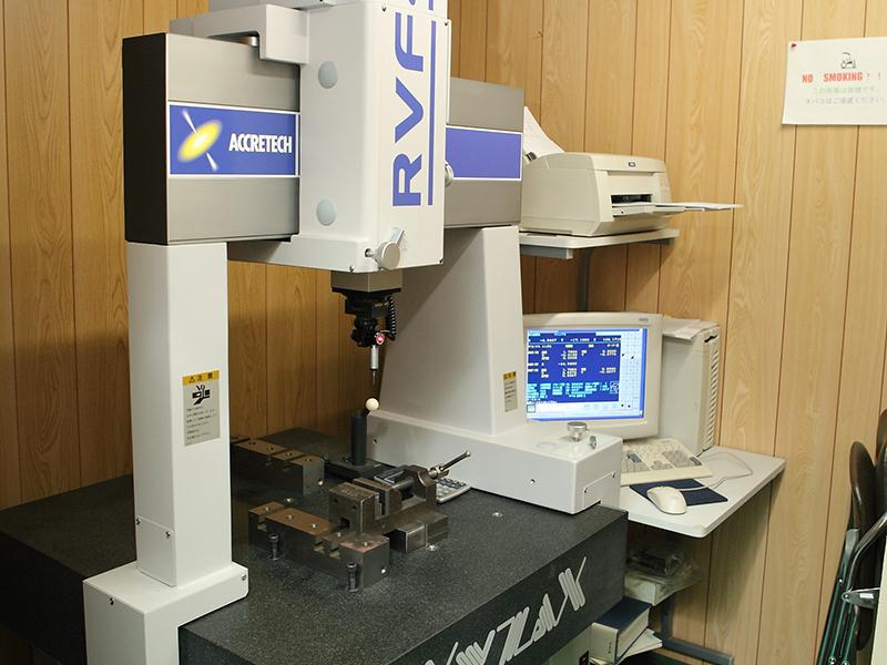 有限会社日双工業の自慢の設備 -3次元計測機(RVF400A ACCRETECH)