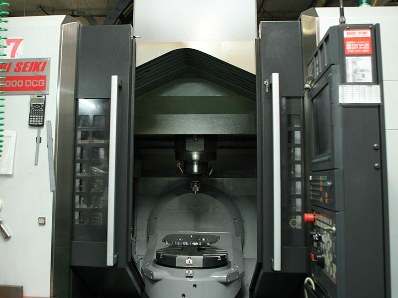有限会社日双工業の自慢の設備 -5軸切削加工機(NMV5000PCG MORISEIKI)