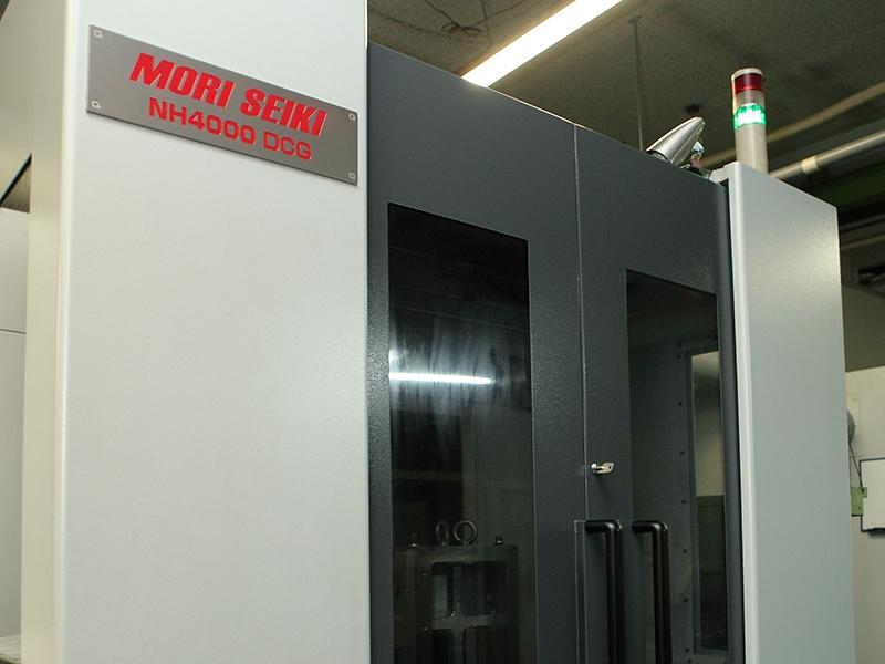 有限会社日双工業の自慢の設備 -高精度横形マシニングセンタ(NH4000DCG)