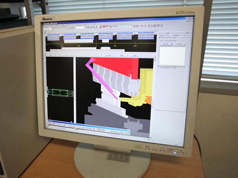 株式会社辻製作所の自慢の設備 -板金3D CAD/CAMシステム、ベンディングCAMシステム(SHEET WORKS、Dr. ABE BEND CAM)
