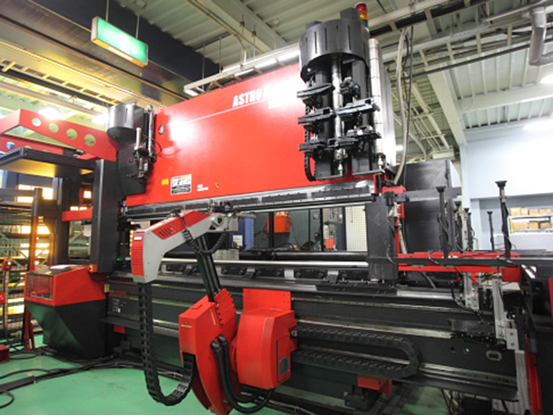 株式会社辻製作所の自慢の設備 -NCレーザーパンチ複合機ライン(EML-3510NT+ASR48)